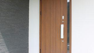 【WEB内覧会】長い軒とタイルがポイントの我が家の玄関