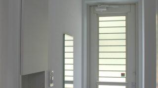 【WEB内覧会】裏玄関を兼ねるエントランスクローク(入居前)