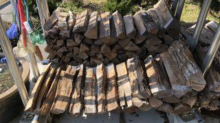 薪を積み替えていたら、びっくりするものが出てきた・・・