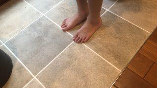夏に微妙な無垢床と、逆に夏は嬉しいタイル床