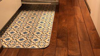 キッチンマットの使い心地と、オイル仕上げ無垢床ゆえの難しいところ。